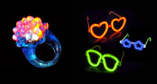 Anillos y gafas fluorescentes